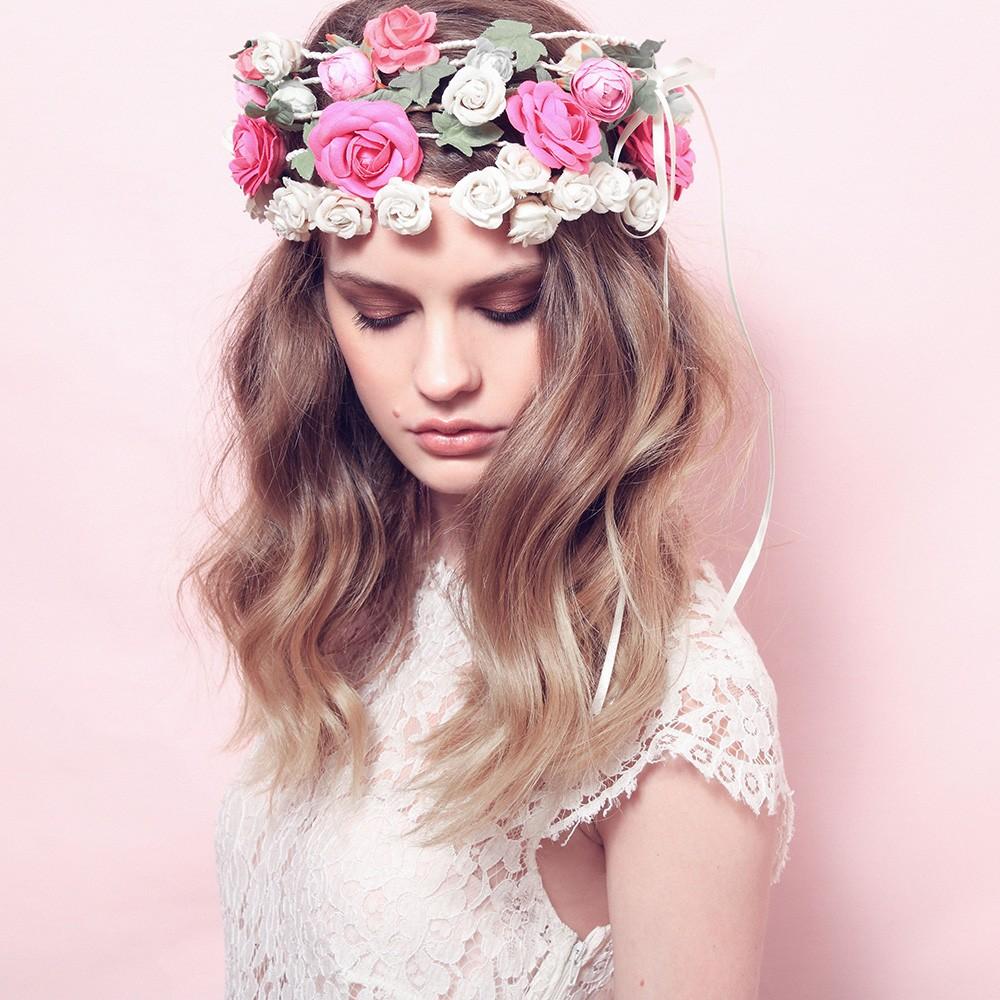 Courronne de fleurs f minine souhait et toujours la mode - Faire une couronne de fleurs ...